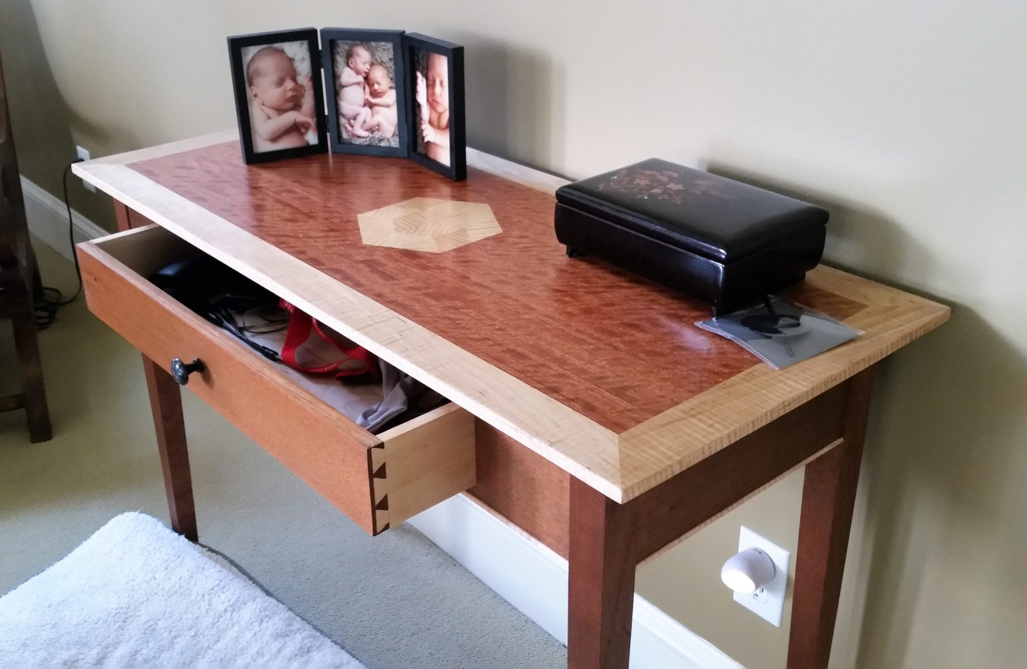 Desk in mahogany with curly maple and curly bubinga veneers