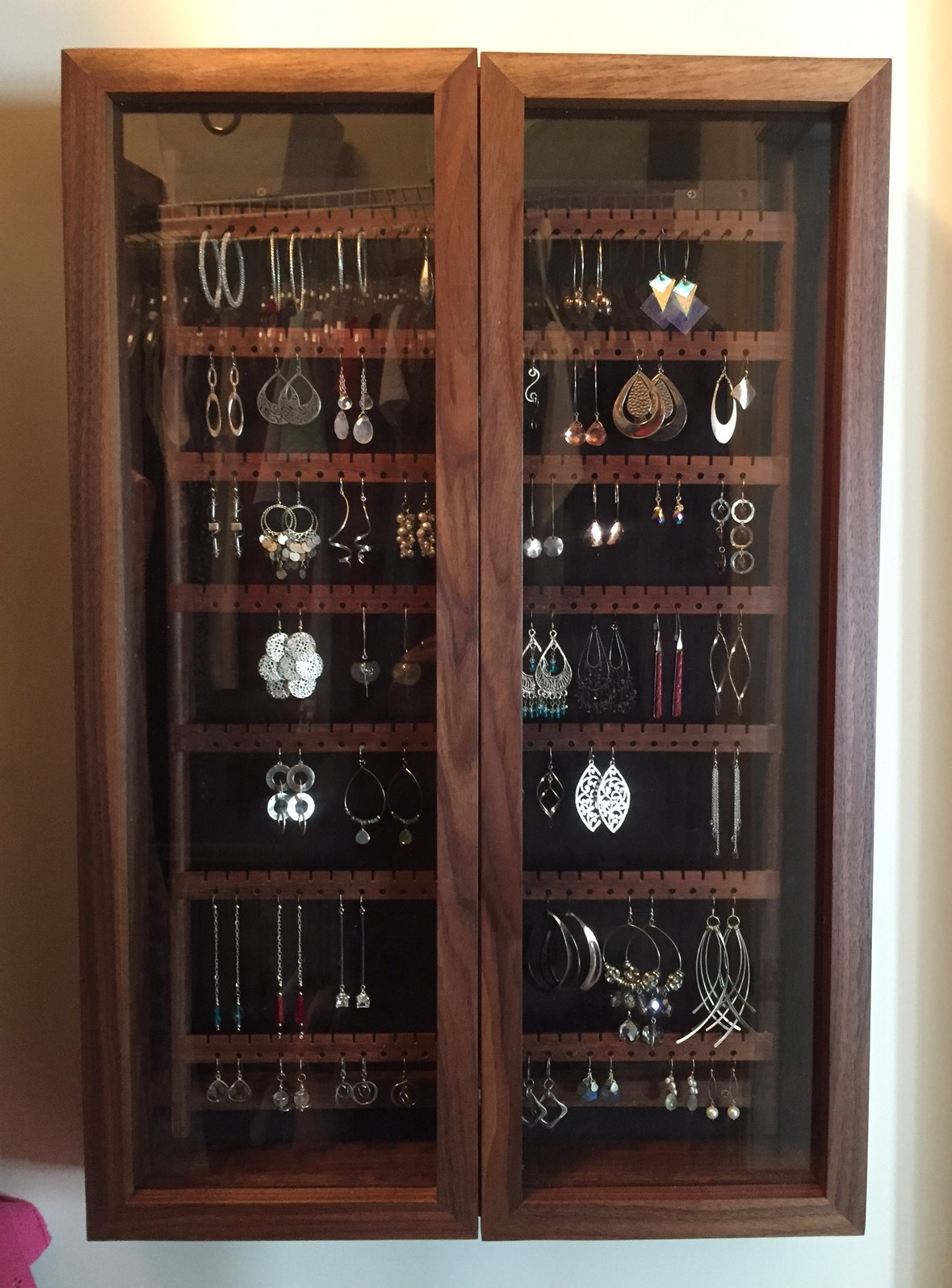 Earring cabinet with glass doors