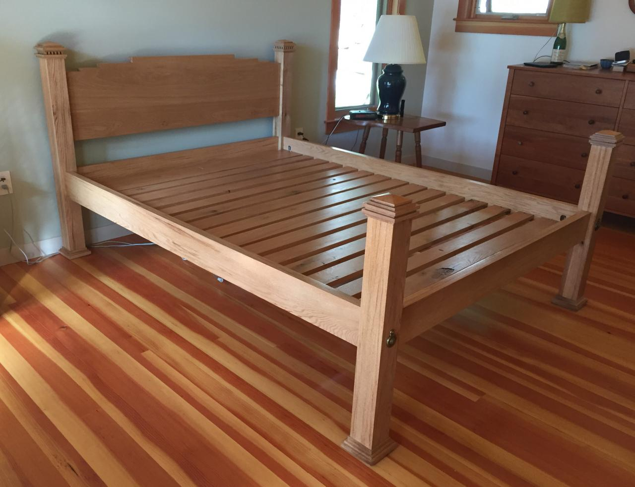 Bed with slats for mattress